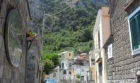 MASSA LUBRENSE, nel cuore del caratteristico paesino, vendesi bilocale di 50 mq. Ottime condizioni.