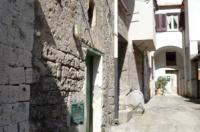 SANT'AGNELLO, In piccolo e caratteristico contesto antico, vendesi bilocale ristrutturato
