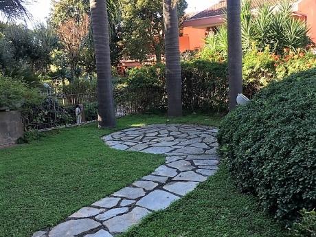 SANT'AGNELLO, in Parco, vendesi prestigiosa villa con giardino