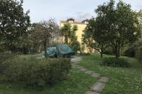 Piano di Sorrento, a breve distanza dal centro, affittasi rifinito appartamento con giardino