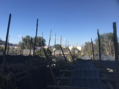 SORRENTO, centrale, vendesi appartamento da ristrutturare