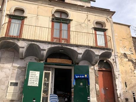 PIANO di SORRENTO, Centralissimo, vendesi palazzotto indipendente da ristrutturare