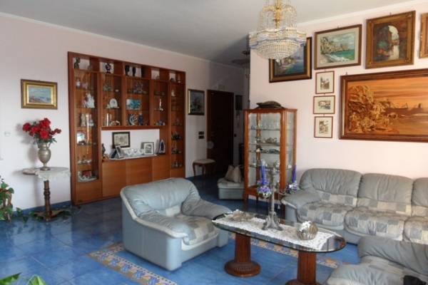 Piano di Sorrento, centrale, in parco residenziale, vendesi ATTICO E ...