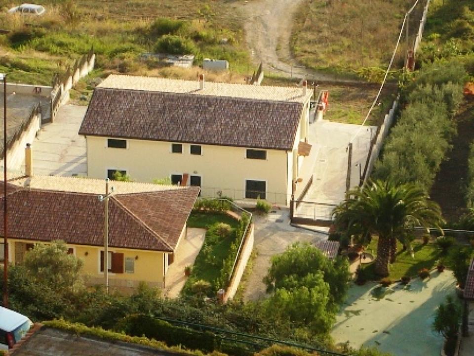 Agropoli loc san marco in posizione dominante a pochi - Giardini di villette ...