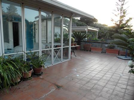 Massa lubrense in parco con piscina vendesi grazioso - Veranda terrazzo ...